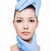 Il lifting viso permette di eliminare inestetismi come rughe, zampe di gallina, doppio mento e pelle rilassata del collo